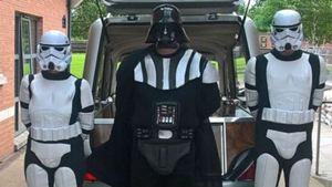 Fã de Star Wars ganha funeral temático com a presença de Darth Vader e Stormtroopers