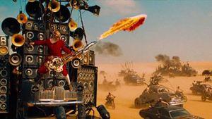 Mad Max: George Miller planeja sequência com insano guitarrista de Estrada da Fúria