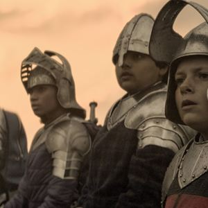 O Menino que Queria Ser Rei : Foto Dean Chaumoo, Louis Serkis, Rhianna Dorris
