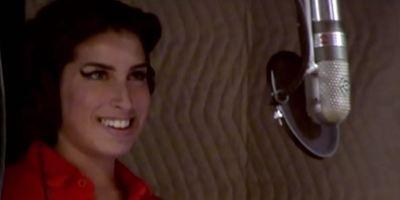 Documentário sobre Amy Winehouse faz estreia arrasadora e quebra recordes no Reino Unido