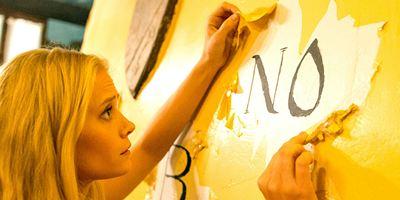 Ouija House, filme sobrenatural com Tara Reid e Mischa Barton, ganha primeiras imagens