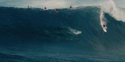 Jurassic World: Surfista brasileiro de ondas gigantes cogita processar Universal após ter sua imagem utilizada no filme