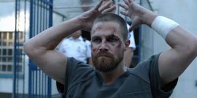 Comic-Con 2018: Trailer da 7ª temporada de Arrow traz Oliver Queen sofrendo na cadeia