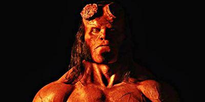 Hellboy: O demônio rubro pega fogo no novo cartaz da sombria aventura