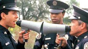 Refilmagem de Loucademia de Polícia já tem diretor
