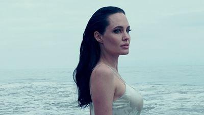 """Angelina Jolie Pitt fala sobre a parceria com o marido em À Beira Mar e esclarece: """"Não é autobiográfico"""""""