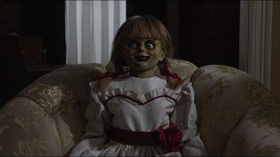 Conhecendo a boneca do capeta: Um dia nas filmagens de Annabelle 3 (Exclusivo)