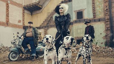 Cruella: Emma Stone surge loira no set de filmagens