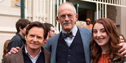 Veja fotos de Christopher Lloyd nos bastidores de The Michael J. Fox Show