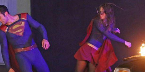 Supergirl vs Superman? Melissa Benoist e Tyler Hoechlin gravam cena de luta no set de Supergirl