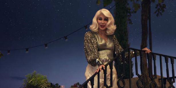 Cher canta hit de ABBA em novo comercial de Mamma Mia! Lá Vamos Nós de Novo