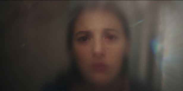 Blake Lively questiona vida a dois ao recuperar a visão no trailer de Por Trás dos Seus Olhos (Exclusivo)
