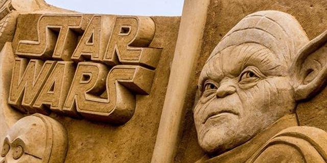 Personagens da Disney, Pixar e Marvel viram imponentes esculturas de areia em festival