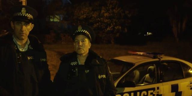 Série policial de Taika Waititi, derivada de O Que Fazemos nas Sombras, ganha teaser hilário