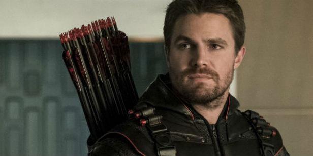 Arrow: Stephen Amell nega rumor sobre a sétima temporada