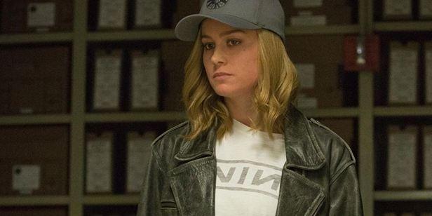 """Capitã Marvel: Brie Larson exalta """"falhas"""" da heroína e diz que personagem vive """"guerra"""" interna"""