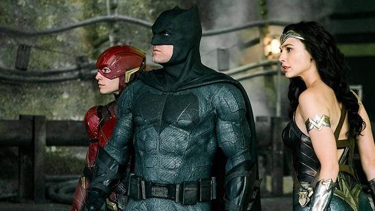 Liga da Justiça: Mulher-Maravilha, Batman, Flash, Ciborgue e Aquaman estampam cartazes individuais