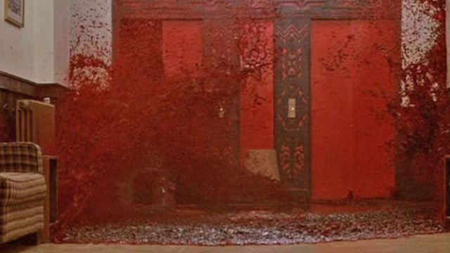 Criador de casa temática de O Iluminado no 'Halloween Horror Nights' revela que reproduzir cena do elevador foi o maior desafio (Reportagem exclusiva)