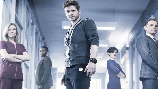 The Resident: Emily VanCamp e Matt Czuchry surgem em clima de romance no novo trailer