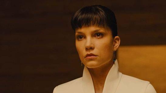 Sylvia Kristel, estrela da franquia erótica Emmanuelle, será vivida por atriz de Blade Runner 2049 em cinebiografia