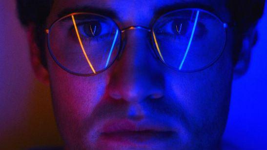 O Assassinato de Gianni Versace: American Crime Story peca em ritmo, mas é salvo por boas performances (Crítica da segunda temporada)