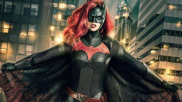 Batwoman escala o pai da heroína interpretada por Ruby Rose