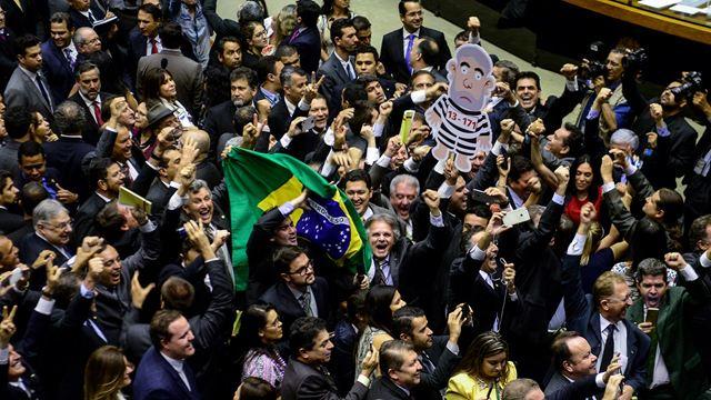 Democracia em Vertigem: Documentário sobre impeachment de Dilma ganha primeiro trailer