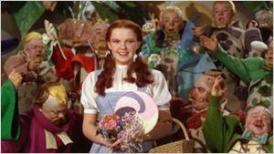 Judy Garland foi 'molestada por munchkins' no set de O Mágico de Oz, revela livro de memórias