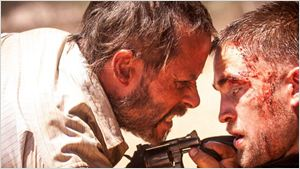 Filmes na TV: Hoje tem The Rover - A Caçada e A Escolha Perfeita 2