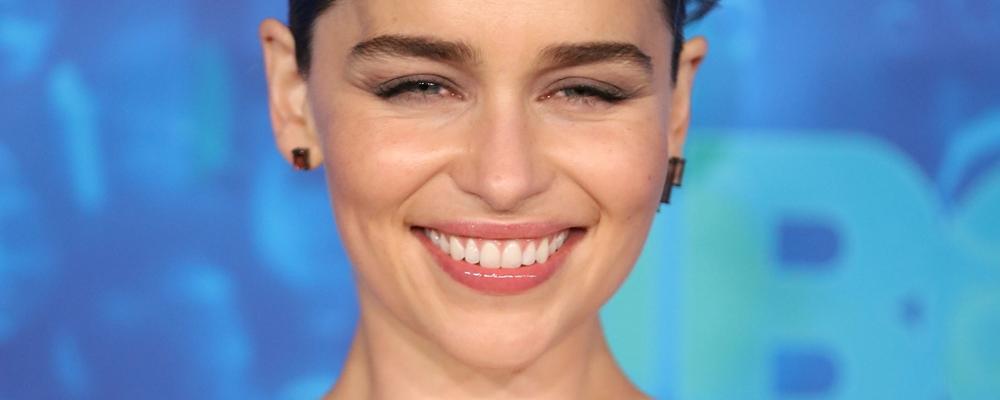 Emilia Clarke foi obrigada a gravar cenas de nudez em Game
