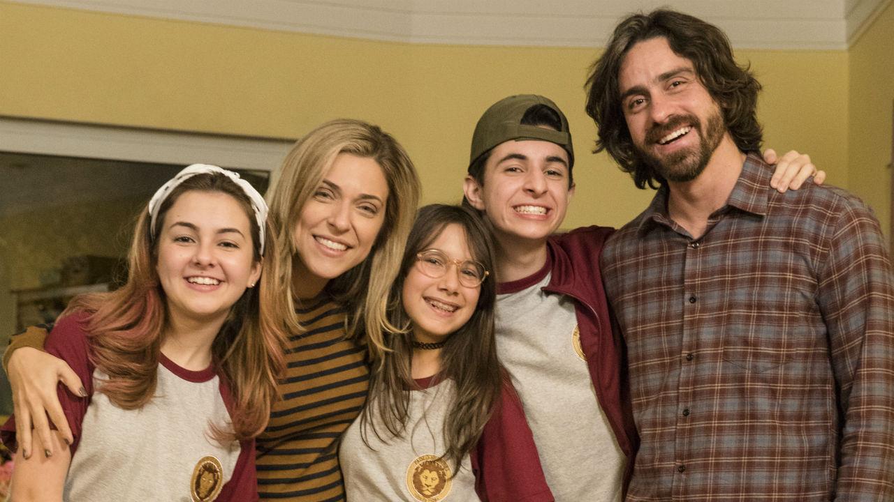 Tem Na Web - Mal Me Quer: Júlia Rabello e Felipe Abib enfrentam divórcio fake com bom humor (Primeiras Impressões)