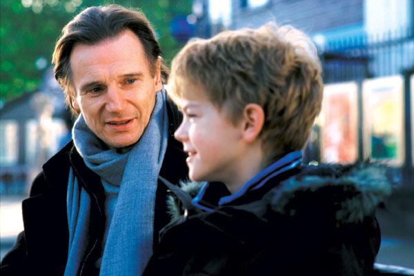 Simplesmente Amor: Liam Neeson, Thomas Brodie-Sangster