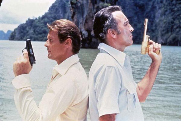 007 Contra o Homem com a Pistola de Ouro : Foto Christopher Lee, Roger Moore