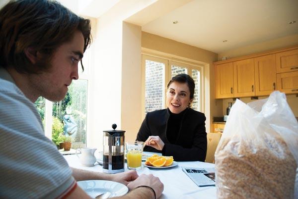 Uma Vida Sem Regras : Foto Oliver Irving, Rebecca Pidgeon, Robert Pattinson