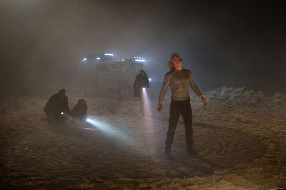 Thor : Foto Chris Hemsworth, Kat Dennings, Natalie Portman, Stellan Skarsgård