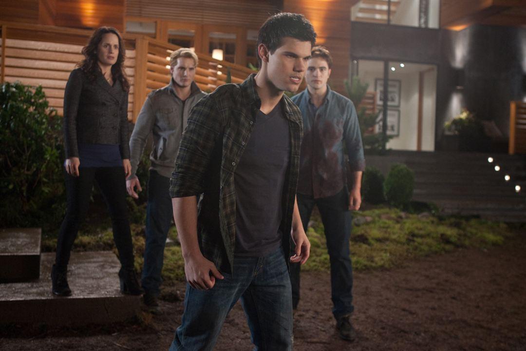 A Saga Crepúsculo: Amanhecer - Parte 1 : Foto Elizabeth Reaser, Peter Facinelli, Robert Pattinson, Taylor Lautner