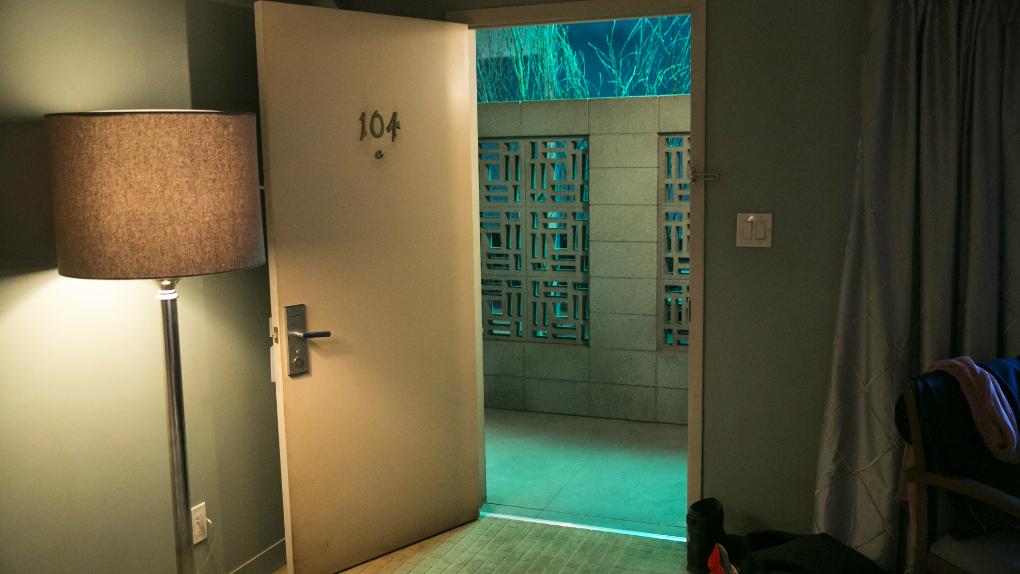 Room 104 - Episódio 1, Temporada 1 (20h30 - HBO)