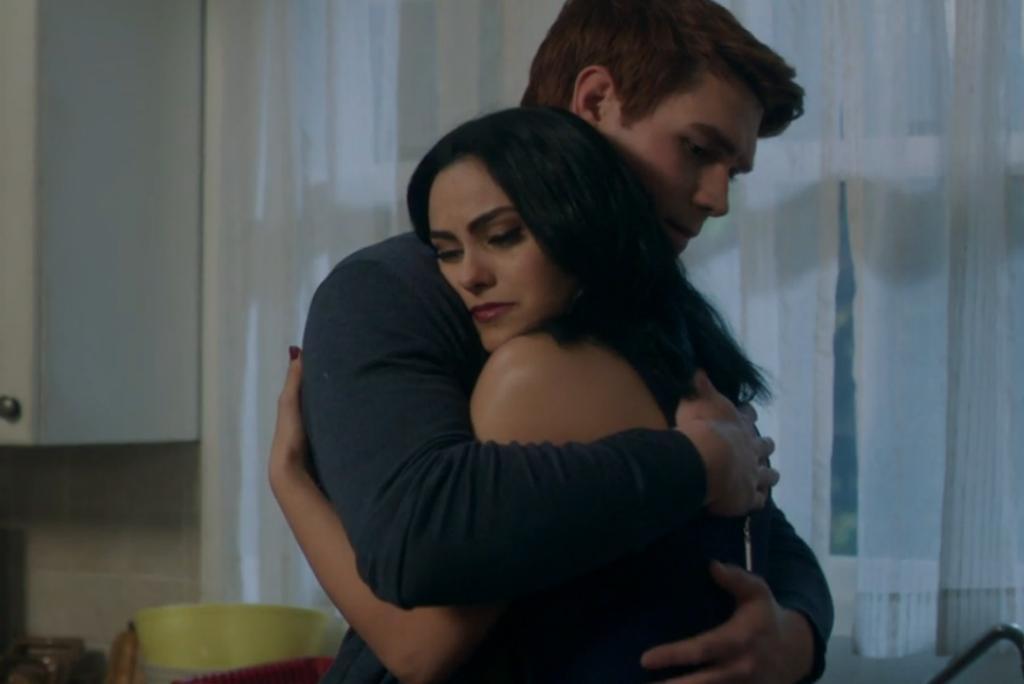 Riverdale - Archie (K.J. Apa) e Veronica (Camila Mendes)