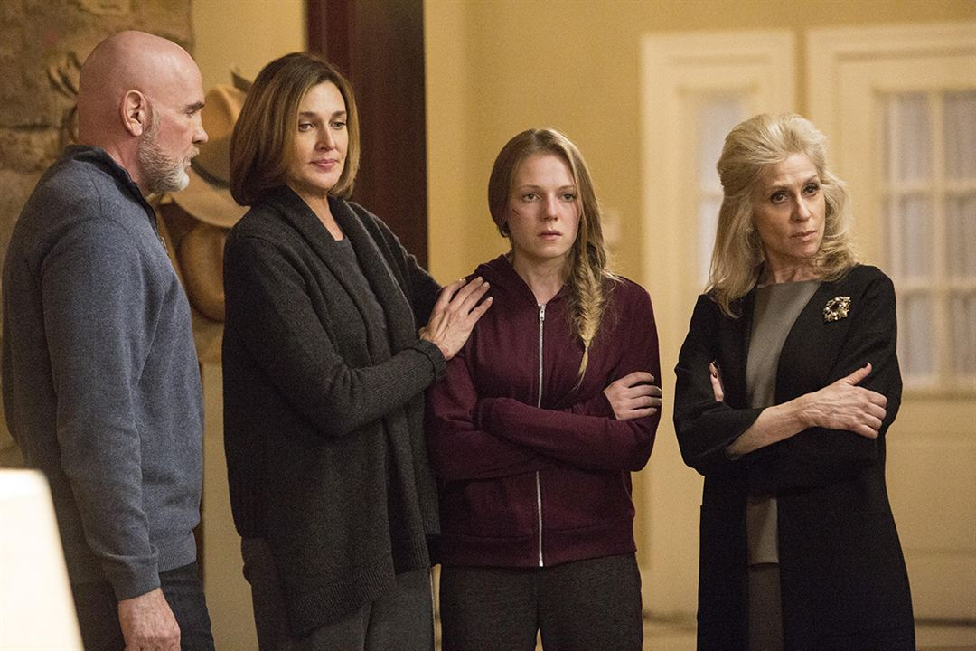 Foto Brenda Strong, Judith Light, Julie Gonzalo, Mitch Pileggi