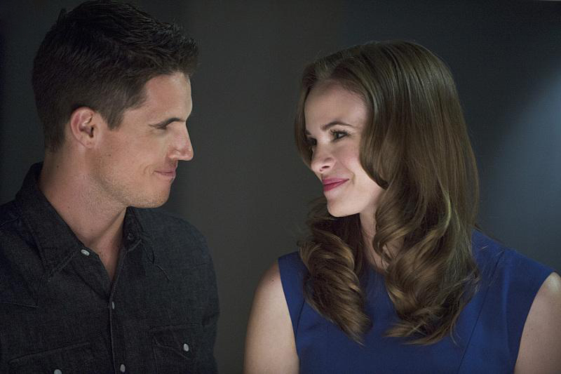 Foto Danielle Panabaker, Robbie Amell
