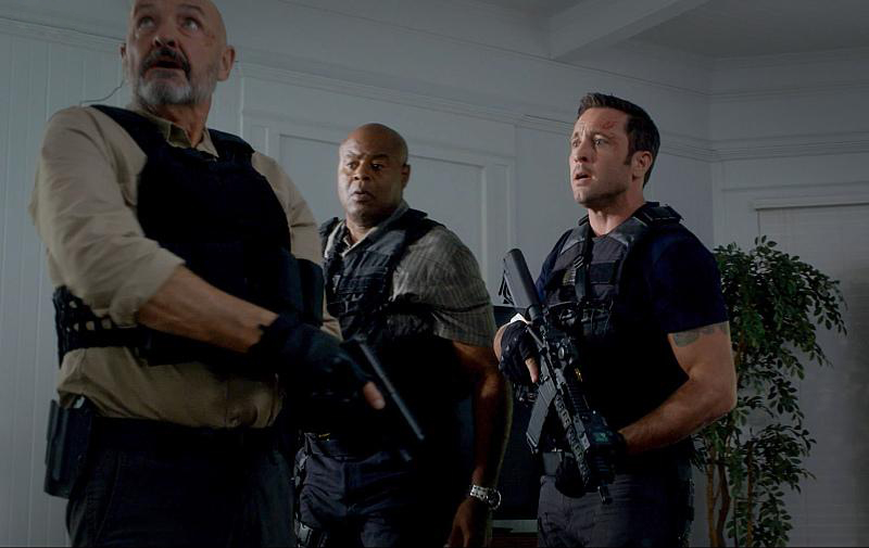 Foto Alex O'Loughlin, Chi McBride, Terry O'Quinn