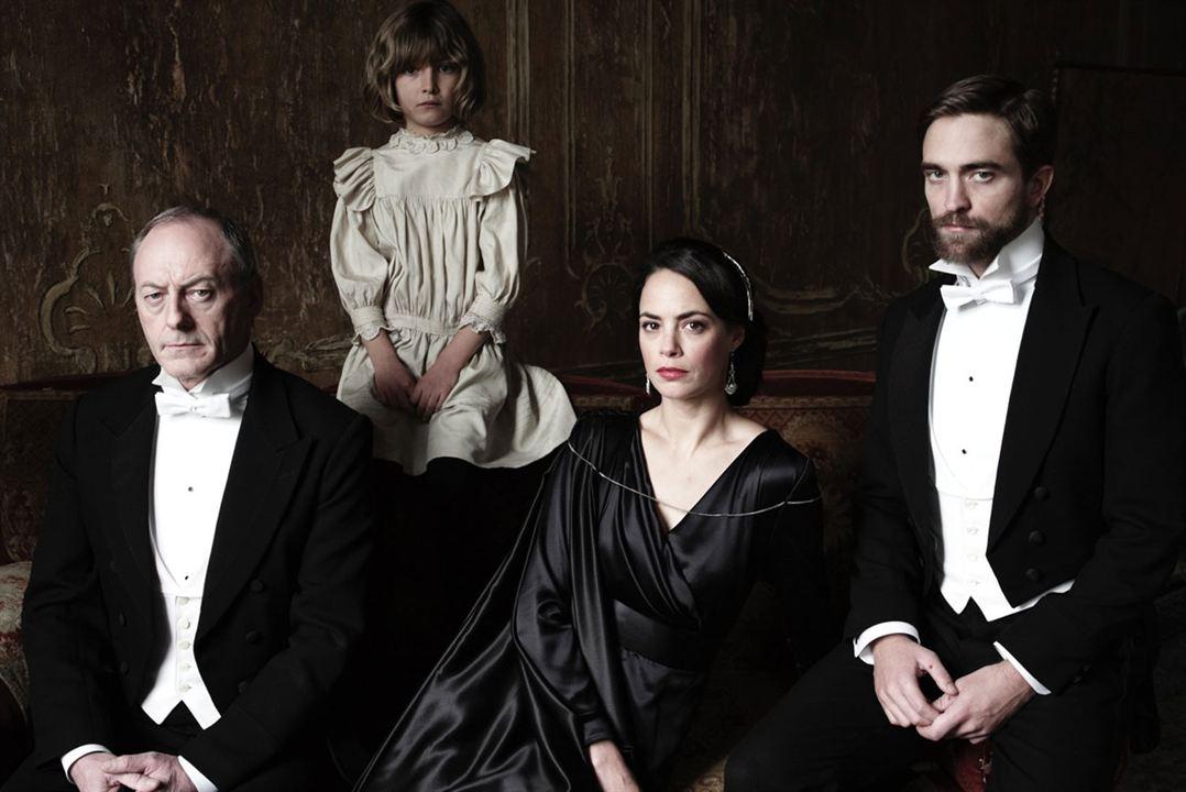 A Infância de Um Líder : Foto Bérénice Bejo, Liam Cunningham, Robert Pattinson