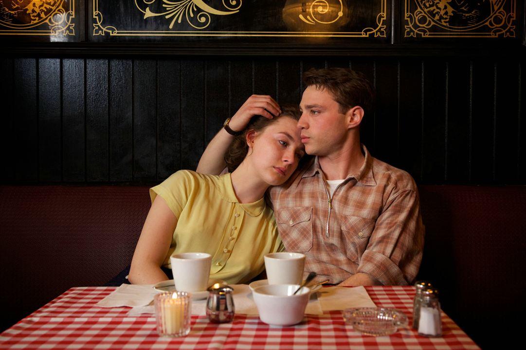 Brooklin : Foto Emory Cohen, Saoirse Ronan