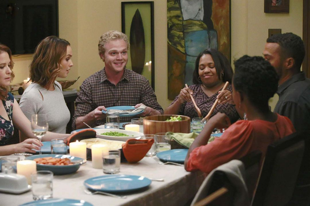 Foto Camilla Luddington, Jerrika Hinton, Jesse Williams, Joe Adler, Sarah Drew