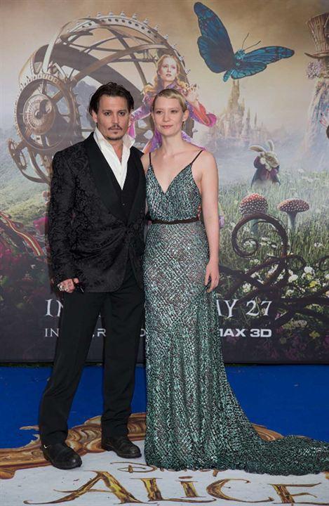 Alice Através do Espelho : Vignette (magazine) Johnny Depp, Mia Wasikowska