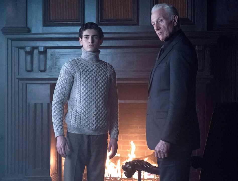 Foto David Mazouz, Raymond J. Barry