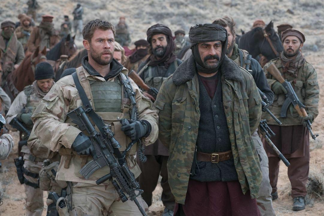 12 Heróis : Foto Chris Hemsworth, Navid Negahban