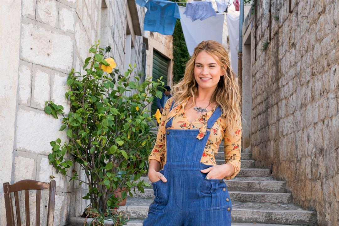 Mamma Mia! Lá Vamos Nós de Novo : Foto Lily James
