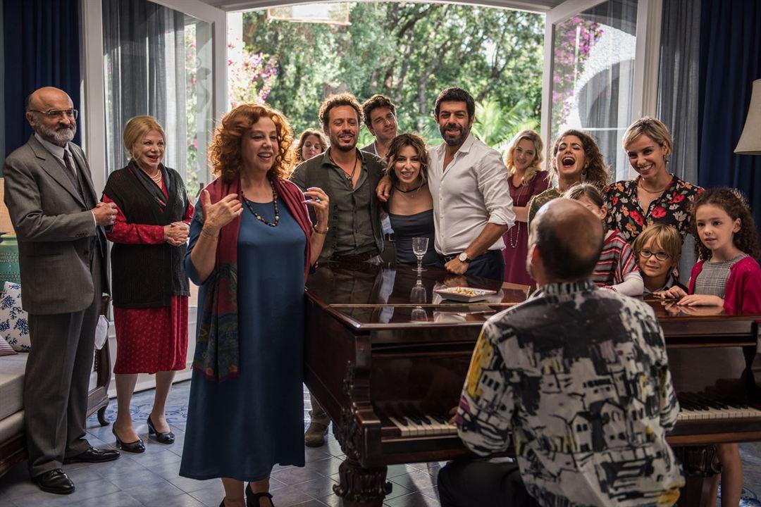 Aqui em Casa Tudo Bem : Foto Carolina Crescentini, Elena Cucci, Ivano Marescotti, Pierfrancesco Favino, Stefania Sandrelli