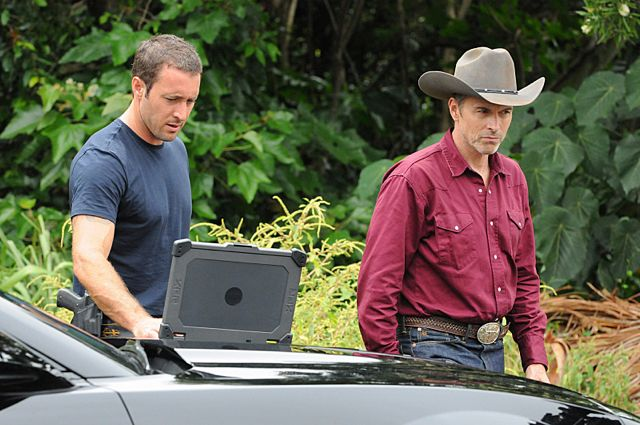 Foto Alex O'Loughlin, Tim Daly